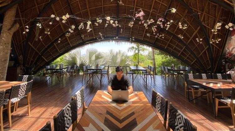 Work from Anywhere ของบอมบ์ Supervisor UX/UI Designer จากTHiNKNET